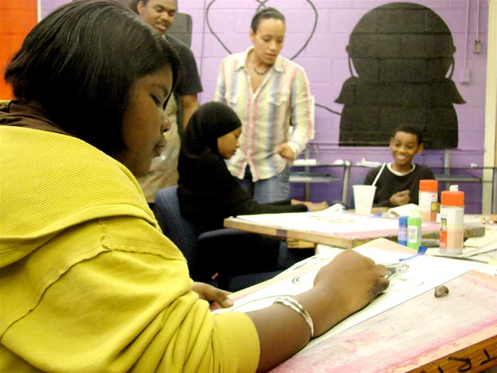 Desiree Sanders, Zahra Karin and Muhammad Karin work on projects at SeeSaw Studio while Michelle Gonzalez and Tony Johnson look on. (Photo by Claire Atwell)